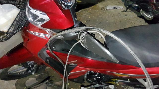สายเคเบิลโตงเตง รัดคอจักรยานยนต์ล้ม